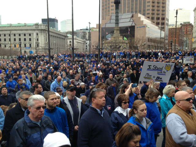 "A huge crowd at the ""Sea of Blue"" pro-police rally in Cleveland, Ohio, Dec. 27, 2014 © WOIO 